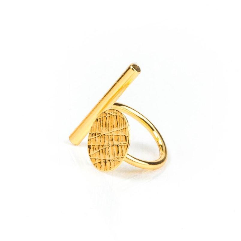 Anillo fabricado a mano en bronce con baño de oro brillante