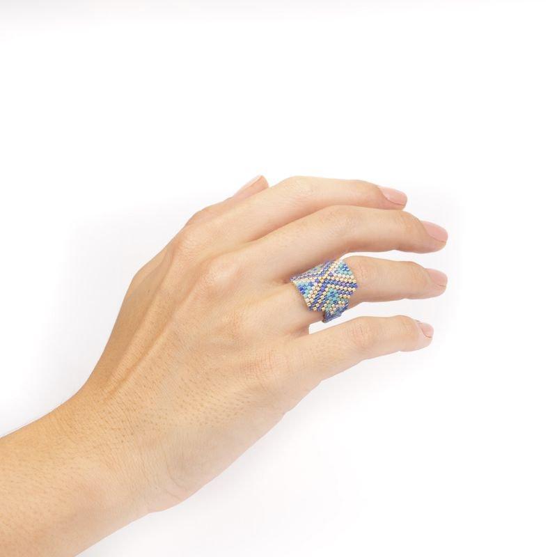 anillo miyuki azul uso Tomasa
